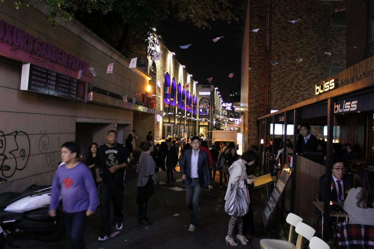 Itaewon pumping at night